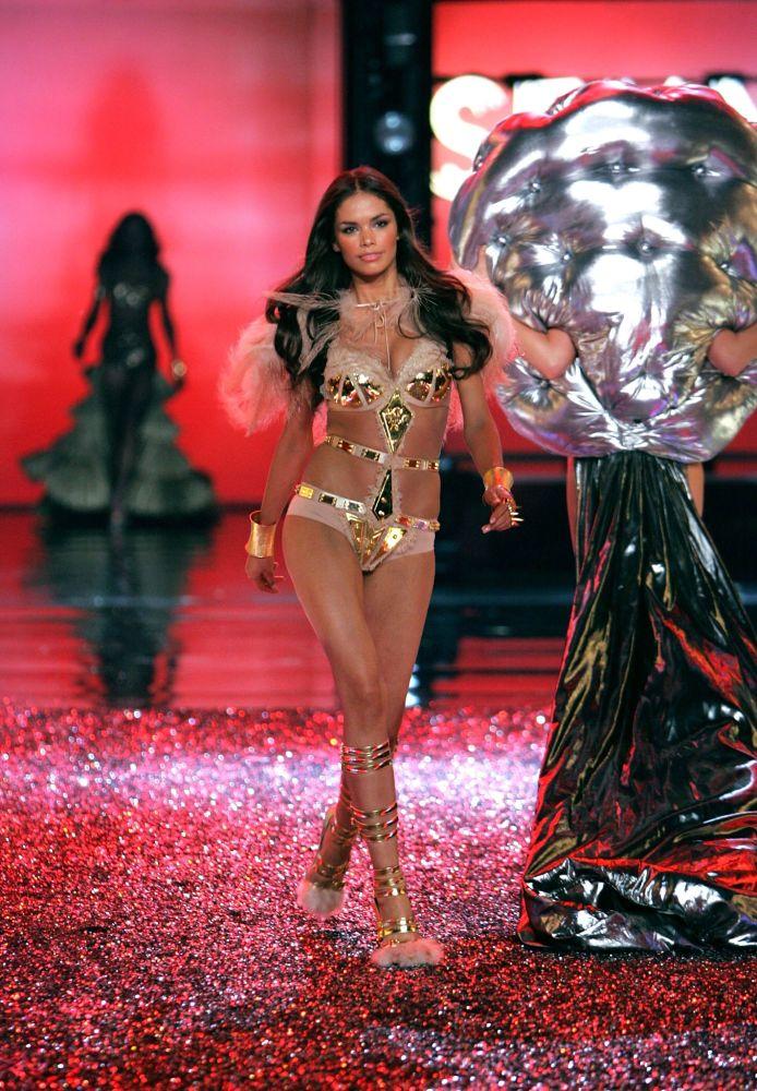 2006 yılında Hollywood'da gerçekleşen Victoria's Secret defilesine katılan model Katja Shchekina.