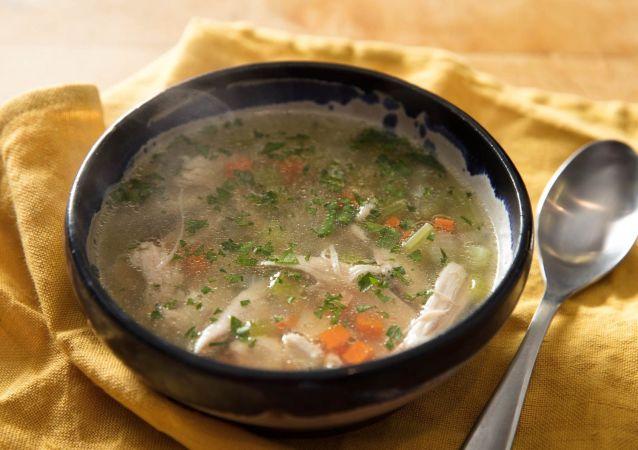 Sebzeli ve tavuklu çorba