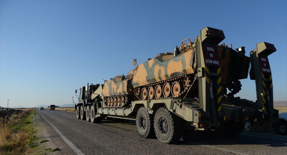 Türk Silahlı Kuvvetleri tarafından Suriye sınırındaki askeri birliklere paletli zırhlı muharebe aracı takviyesi yapıldı.