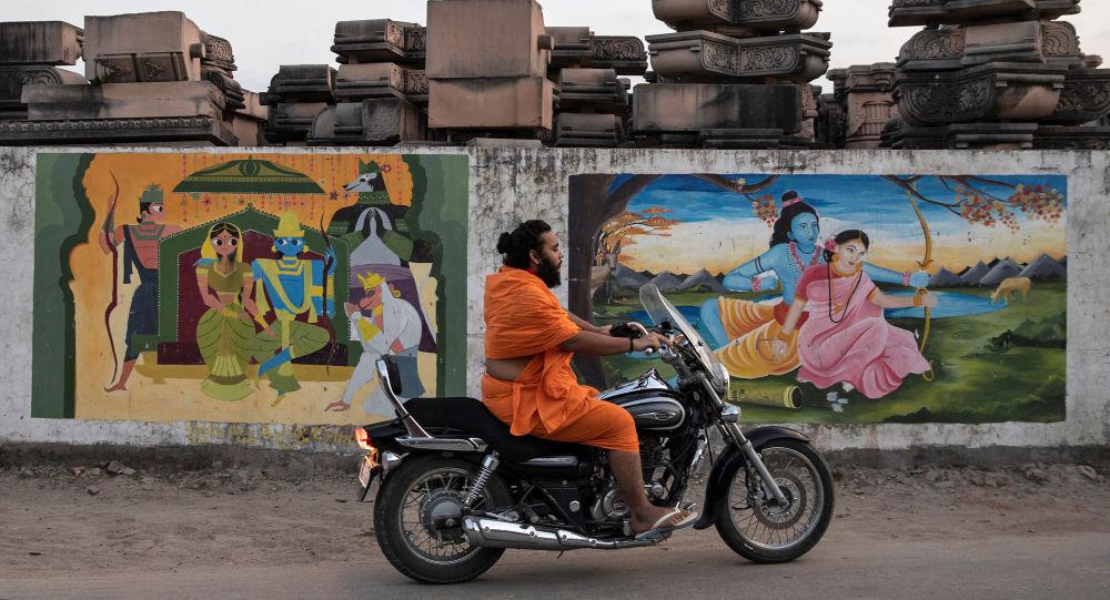 Hindistan + Bir Hindu rahip