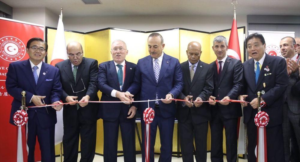 Dışişleri Bakanı Mevlüt Çavuşoğlu, resmi temaslarda bulunmak üzere geldiği Japonya'da Türkiye'nin Nagoya Başkonsolosluğu binasının açılış törenine katıldı.
