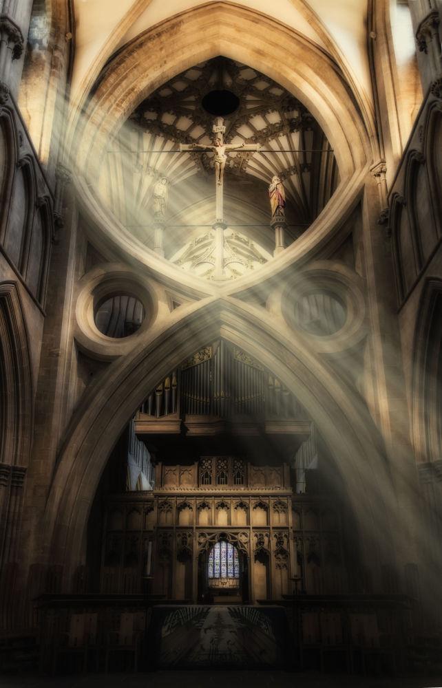 Yarışmanın finalistlerinden Alan Baxter'in Galler'deki bir katedralde çektiği fotoğraf.