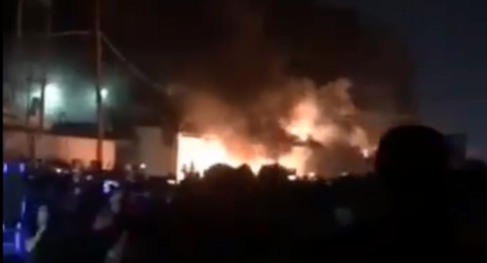 Irak'ın Necef kentinde göstericiler İran Başkonsoluğunu ateşe verdi