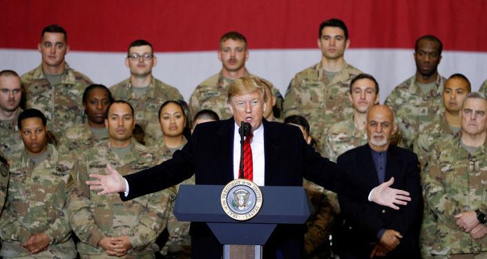 ABD Başkanı Donald Trump ABD askerlerini sürpriz ziyaret için başkanlık koltuğuna oturduğundan bu yana ilk kez Afganistan'a gitti