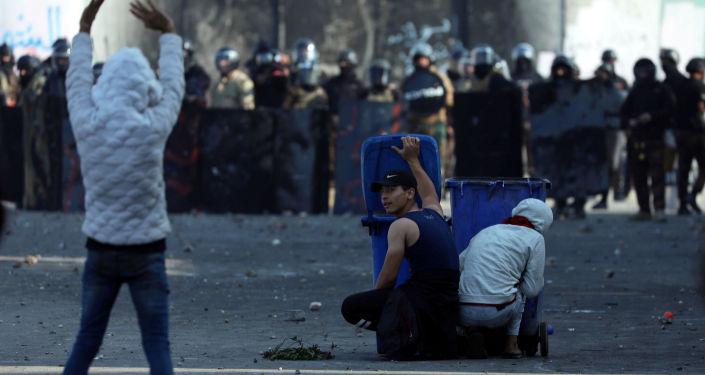 Irak'ta işsizlik, yolsuzluk ve kamu hizmeti yetersizliğini protesto etmek amacıyla 1 Ekim'de başlayan gösteriler sürüyor