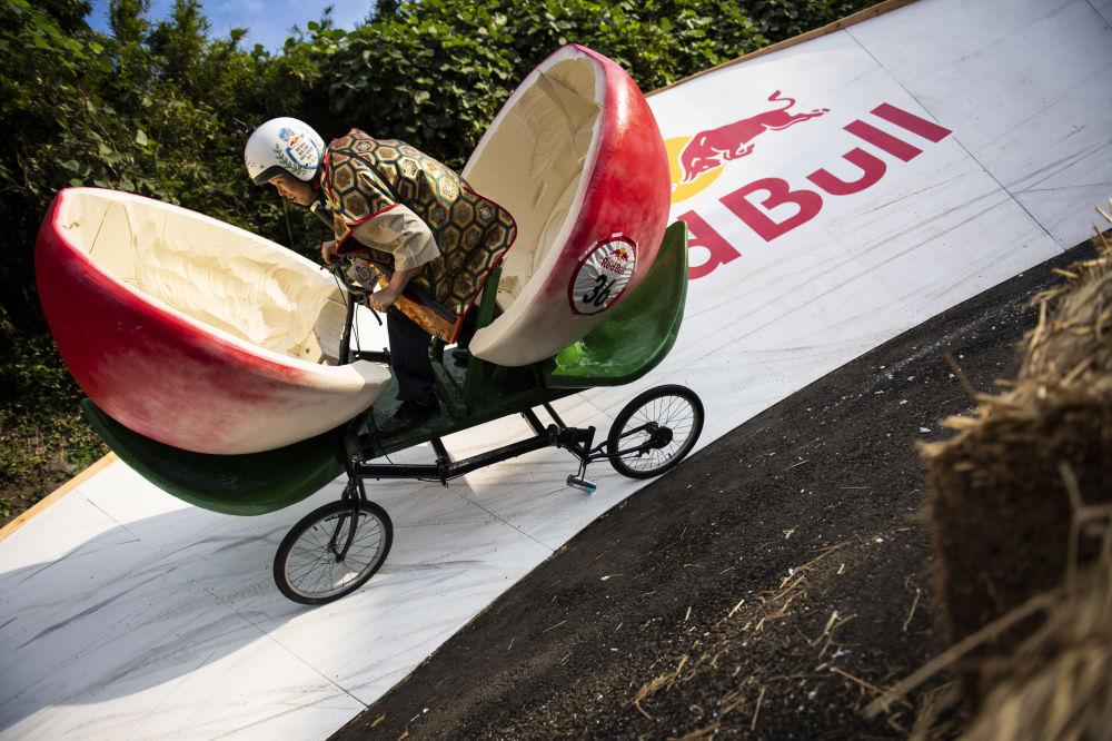 Japonya'nın başkenti Tokyo'da düzenlenen Red Bull Box Cart Yarışı'ndan bir kare.