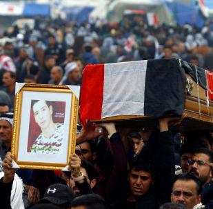 Irak'ın Şii kenti Necef'te gece öldürülen protestoculardan birinin cenazesi 29 Kasım 2019'da kaldırılırken