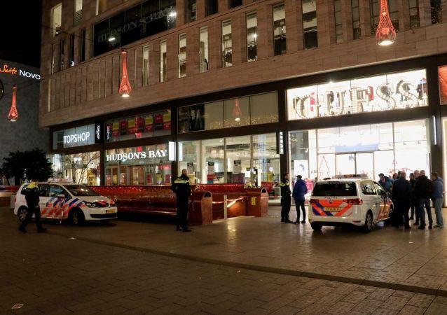 Hollanda'nın Lahey kentindeki Büyük Pazar Sokağı'nda bıçaklı saldırı