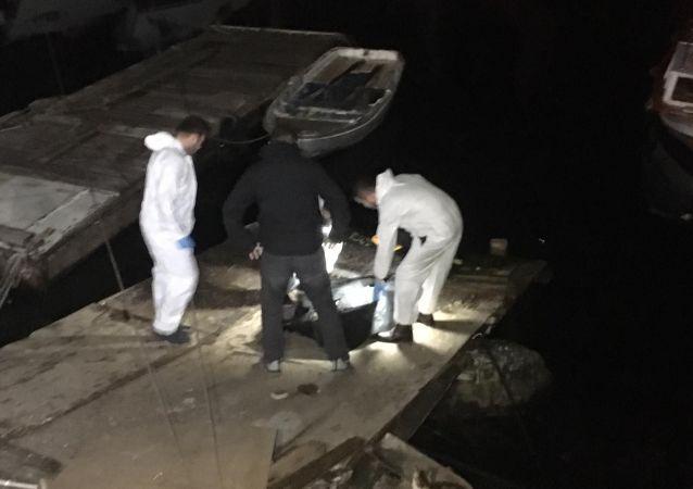 Pendik İDO Balıkçı Barınağında denizde bir erkek cesedi bulundu. Güvenlik ekipleri tarafından sahile çıkarılan ceset, yapılan incelemelerin ardından Kartal Adli Tıp Morguna götürüldü.