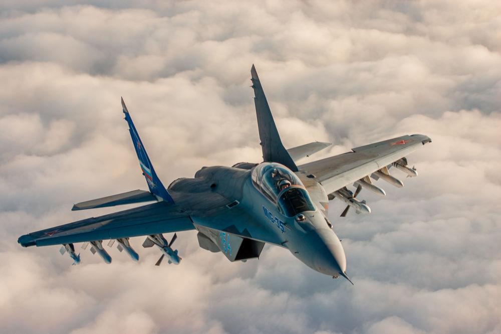 MiG-35 tipi 4++ nesil çok fonksiyonlu hafif savaş uçağı.