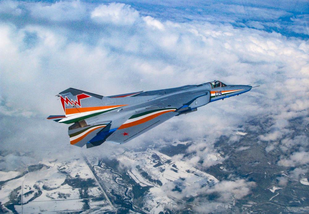 Rus MiG-27M avcı bombardıman uçağı.