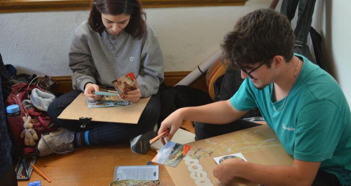 Her iki ülkede de gerçekleştirilen 'Karşılıklı Bakışlar' resim yarışmasının Türkiye ayağında, Türk çocuklara Rus çocukların yazdığı mektuplar dağıtıldı.