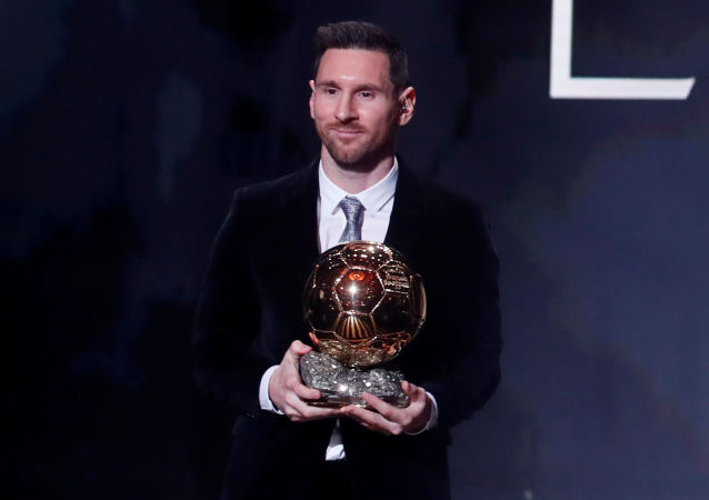 Yılın futbolcusuna verilen Altın Top (Ballon d'Or) ödülünü, Barcelona'nın Arjantinli yıldızı Lionel Messi kazandı.