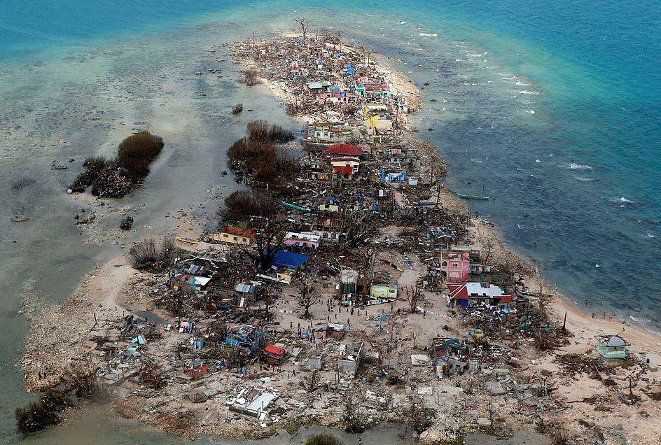Kasım 2013 Filipinler'deki tayfun 10,000'den fazla insanın canına mal oldu. Bir ulusun popülasyonunun 10' da biri yok oldu. 9,5 milyon kişi ise felaketten etkilendi.