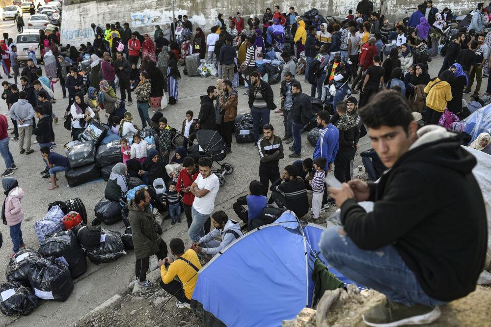 Kapatılacak üç kamp yerine her biri 5 bin mülteciye ev sahipliği yapacak  'kapalı merkezler' olarak adlandırılan kamplar  inşa edilecek. Bu kamplarda, diğerlerinde olduğu gibi giriş ve çıkışların serbest olmayacağı vurgulandı.