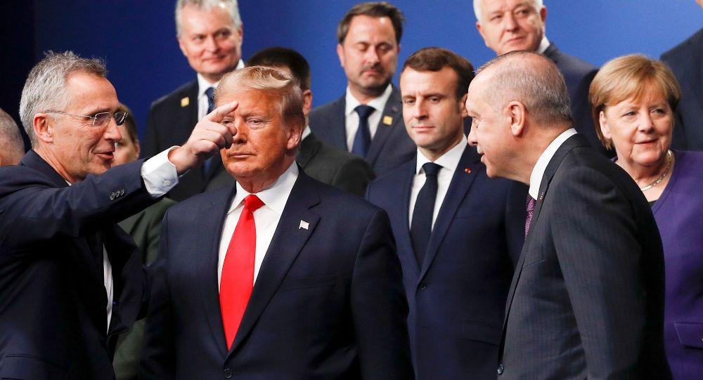 NATO liderler Zirvesi - Cumhurbaşkanı Recep Tayyip Erdoğan -  ABD Başkanı Donald Trump -  Jens Stoltenberg - Emmanuel Macron - Angela Merkel