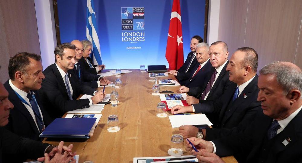 Türkiye Cumhurbaşkanı Recep Tayyip Erdoğan, NATO Liderler Zirvesi temasları kapsamında, zirvenin yapıldığı The Grove Otel'de Yunanistan Başbakanı Kiriakos Miçotakis'i kabul etti.