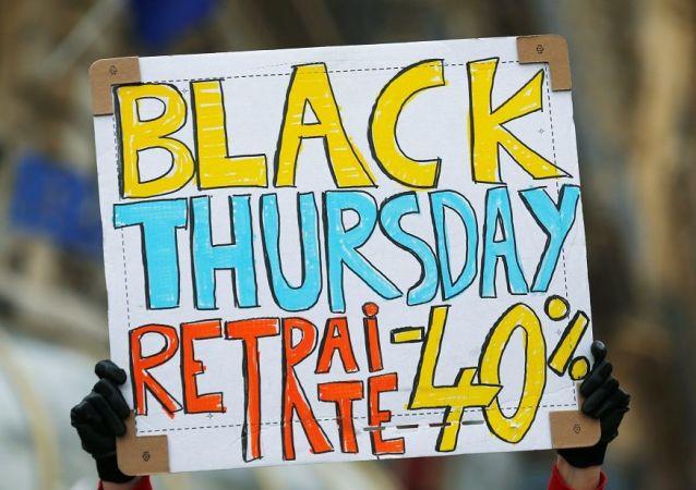 Bir günden fazla sürmesi planlanan grevin, 1995 yılında üç hafta boyunca devam eden emeklik reform karşıtı  genel grev gibi olması ihtimali de gündemde. Söz konusu genel grev sonunda hükümet geri adım atmak durumunda kalmıştı.