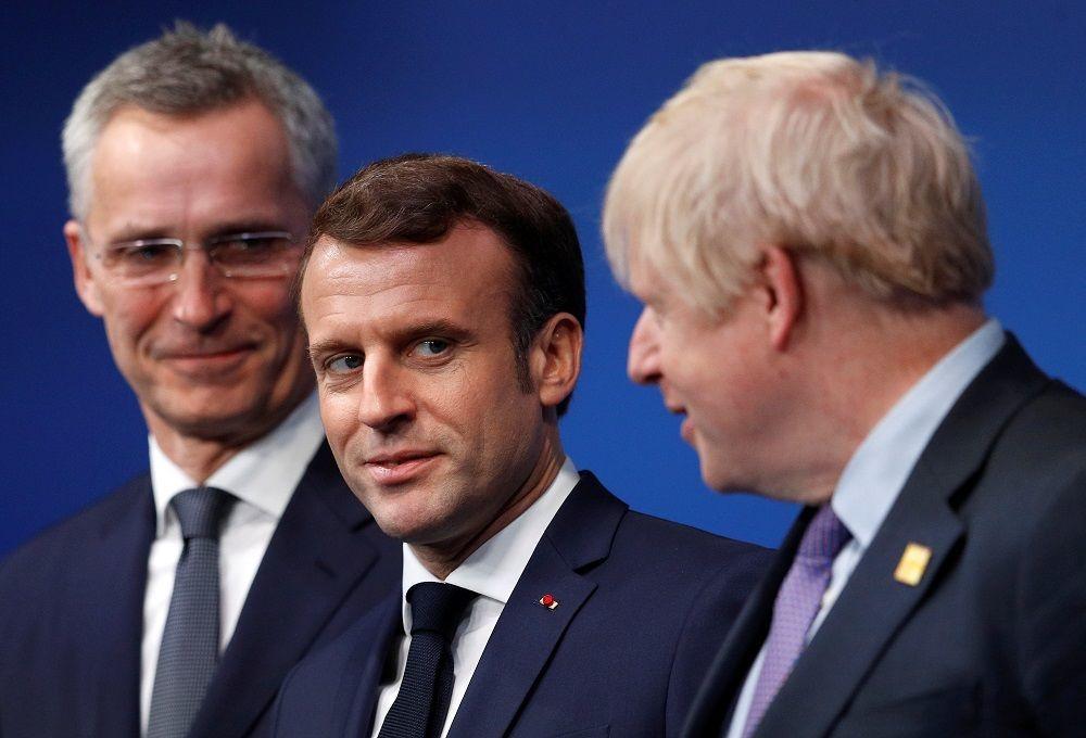 Fransa Cumhurbaşkanı Macron grev ve gösterilerin yol açacağı sorunların çözümüne odaklanmak için yurt dışı ziyaretlerine bir süreliğine ara verdi.