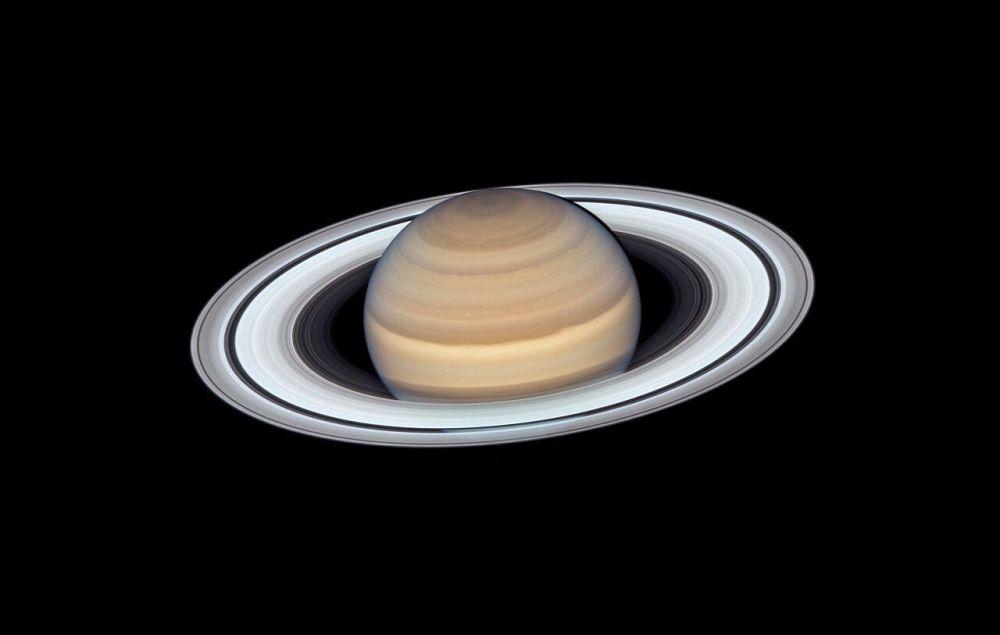 Hubble Teleskobu tarafından çekilen Satürn gezegeninin fotoğrafı.
