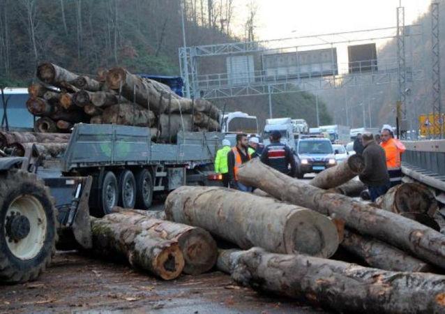 Tomruklar yola döküldü, Bolu Dağı ulaşıma kapandı