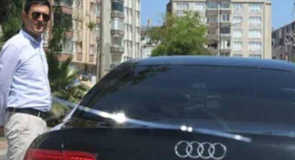 Bafra Belediyesi Başkan Yardımcısının, şoförünü kapısını açmadığı gerekçesiyle işten attığı öne sürüldü.