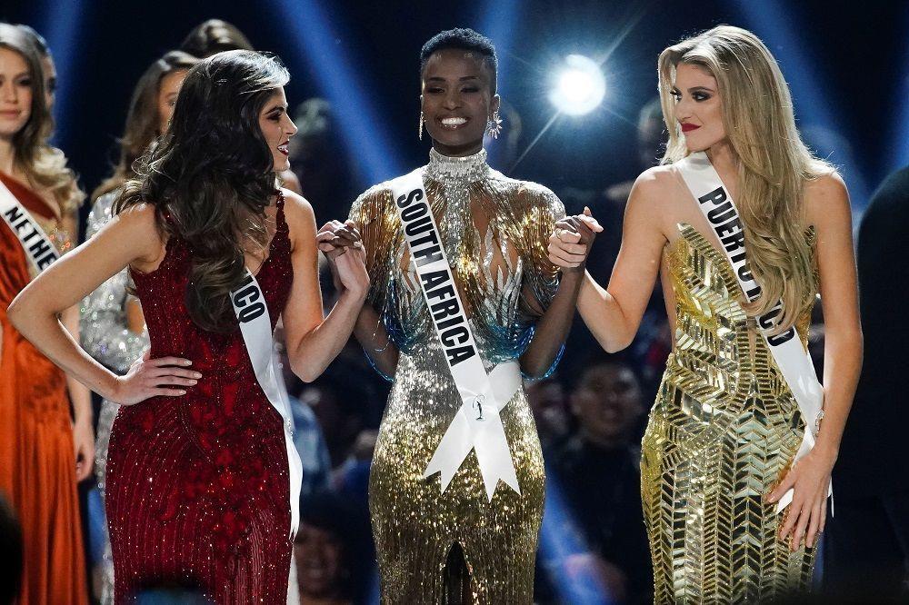 Miss Universe 2019'un birincisi Tunzi, mutluluğunu diğer iki rakibiyle paylaştı. Yarışmada ikincilik ödülü Puerto Rico  üçüncülük ise Meksika'ya gitti.