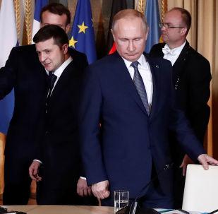 Paris'teki Normandiya Dörtlüsü zirvesinde Ukrayna Devlet Başkanı Vladimir Zelenskiy ile Rusya Devlet Başkanı Vladimir Putin (sağda)
