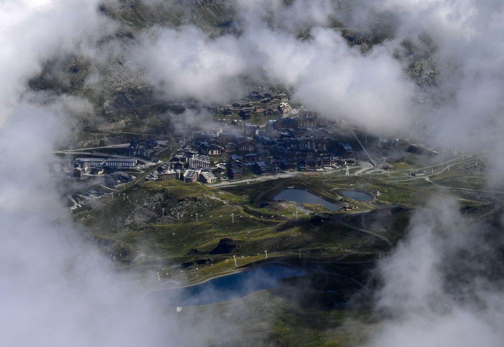 Fransız Alpleri'nden çekilen Val Thorens kayak merkezi görüntüsü.