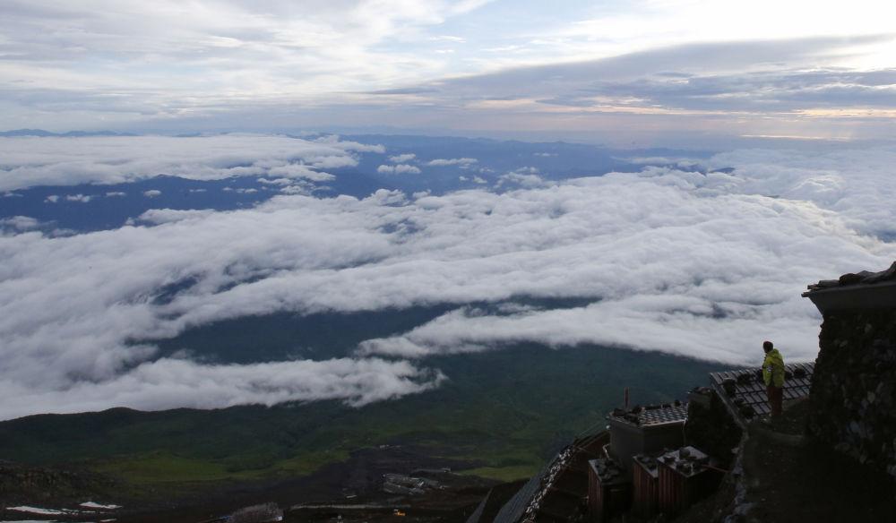 Japonya'daki Fuji Zirvesi'nden çekilen manzara görüntüsü.