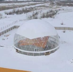 Yakutistan'da bir aile dev kubbe altındaki eve yerleşti