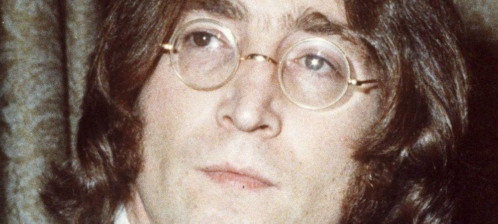 Dünyaca ünlü İngiliz rock grubu The Beatles'ın gitaristi John Lennon 8 Aralık 1980 tarihinde hayatını kaybetmişti