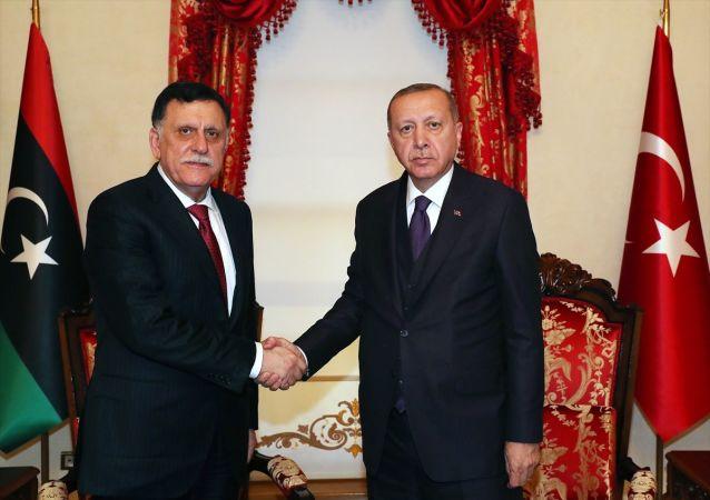 Türkiye Cumhurbaşkanı Recep Tayyip Erdoğan, Libya Ulusal Mutabakat Hükümeti Başkanlık Konseyi Başkanı Fayez Al Sarraj ile görüştü.