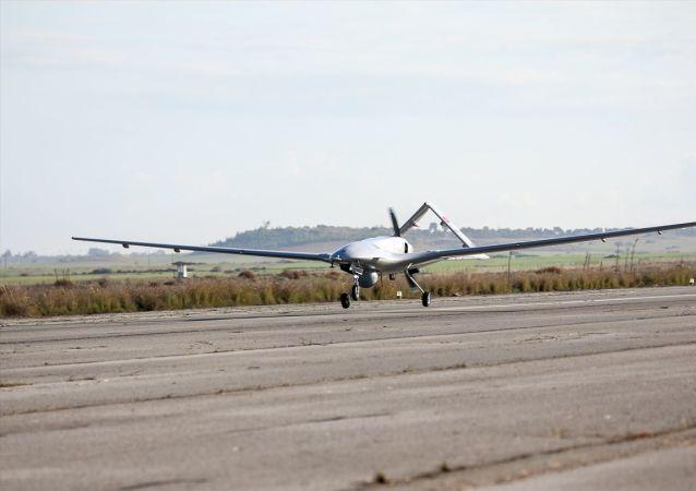 Türkiye'den kalkan ilk İHA Geçitkale Havalimanı'na indi.
