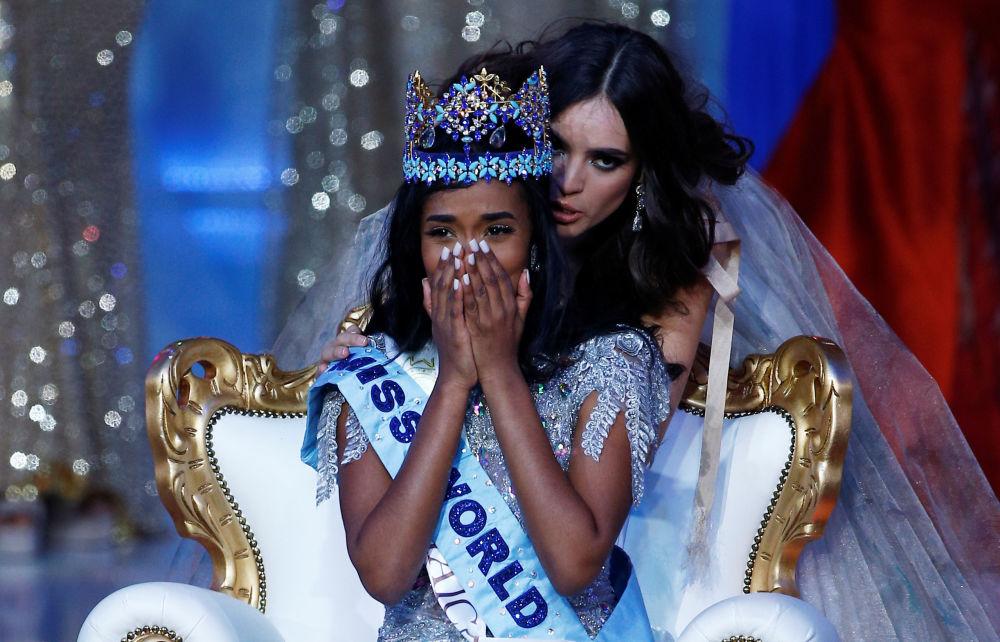 Miss World 2019 yarışmasını kazanan  Jamaika'lı güzel Toni-Ann Singh heyecandan gözyaşlarını tutamadı.