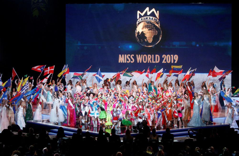 Londra'da düzenlenen Miss World 2019 yarışması finalinin katılımcıları.