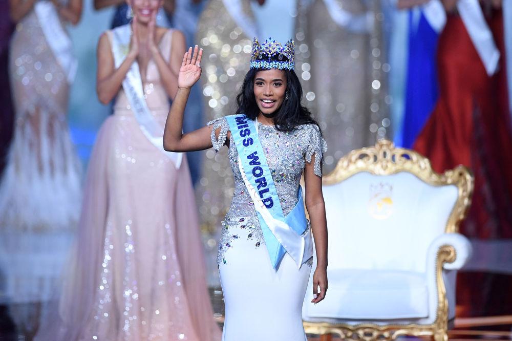 Miss World 2019 yarışmasının birincisi Miss Jamaika Toni-Ann Singh, ödül töreni sırasında.