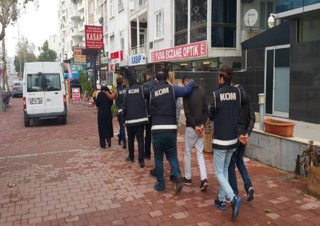 Kur'an kurslarına yardım bahanesiyle 34 şehirde dolandırıcılık yaptılar: 6 tutuklama