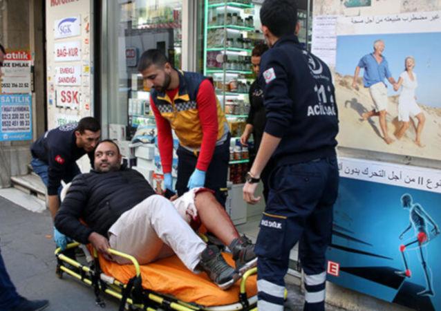 Şişli'de market çalışanı parasını vermeden meyve yiyen turisti bıçakladı
