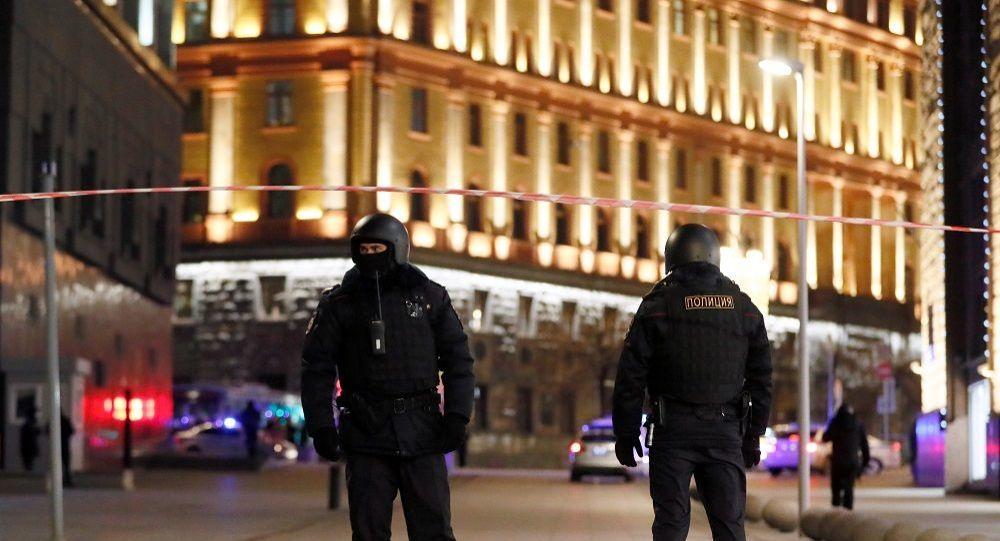 Moskova'daki silah sesleri sonrası güvenlik güçleri FSB binası yakınlarında barikat oluşturdu