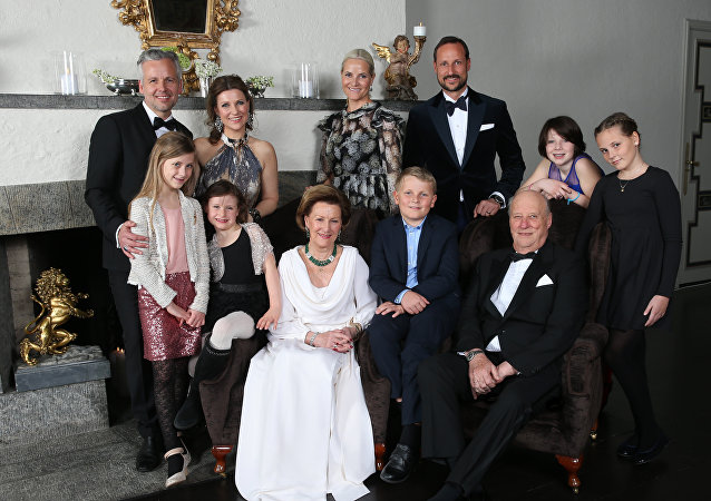Norveç kraliyet ailesi ile Ari Behn