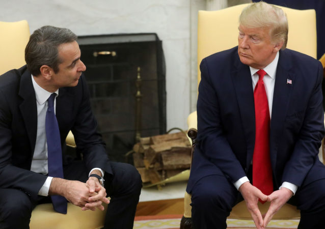 U.S. President Donald Trump meetS with Greek Prime Minister Kyriakos Mitsotakis (Miçotakis) in the Oval Office of the White House in Washington, U.S., January 7, 2020. REUTERS/Jonathan Ernst