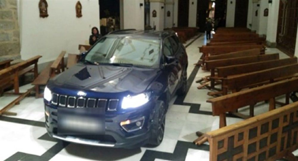 İspanya'da bir sürücü, cipiyle kiliseye daldı. Polis tarafından gözaltına alınan sürücü, ifadesinde, Şeytandan kaçtım dedi.