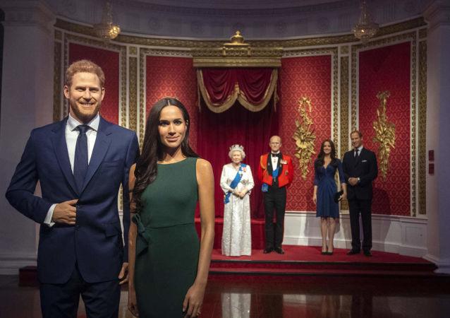 İngiltere Prensi Harry ve eşi Meghan Markle'ın balmumu heykelleri, Londra'dakiMadame Tussauds Müzesi'nde