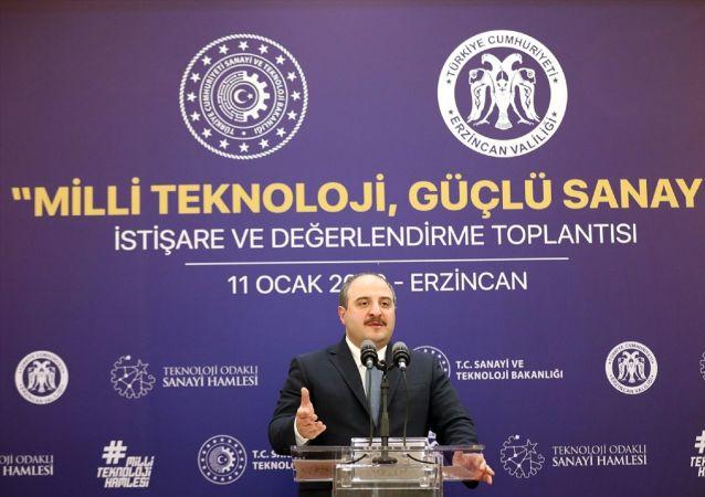 Sanayi ve Teknoloji Bakanı Mustafa Varank, Erzincan'da Milli Teknoloji Güçlü Sanayi İstişare ve Değerlendirme Toplantısı'nda iş insanları ile bir araya geldi.