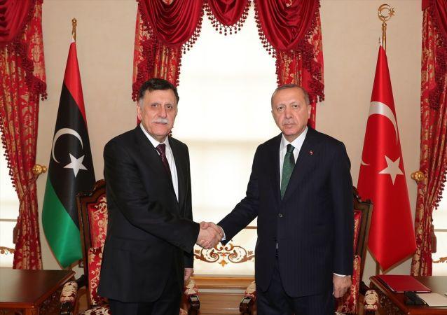 Cumhurbaşkanı Recep Tayyip Erdoğan'ın Libya Ulusal Mutabakat Hükümeti (UMH) Başkanlık Konseyi Başkanı Fayiz es-Serrac'ı kabulü başladı.