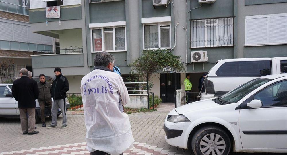 Balıkesir'in Edremit ilçesinde köpeğini dövdüğü oğlu tarafından silahla vurulan kişi yaşamını yitirdi.