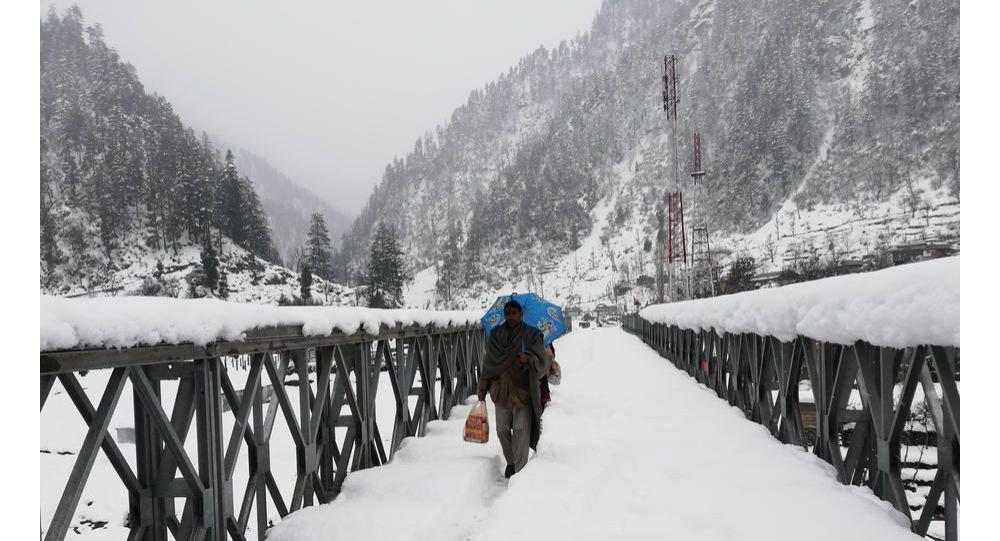 Pakistan Ulusal Afet Yönetimi Ajansı (NDMA), ülkede devam eden yoğun kar yağışı sonucu meydana gelen çığ nedeniyle 101 kişinin hayatını kaybettiğini, 176 kişinin de yaralandığını açıkladı.