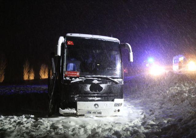Sivas'ta otobüsün şarampole inmesi sonucu 7 kişi yaralandı.