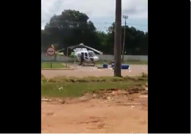 Brezilya'da yol kenarına iniş yapan helikoptere kamyon çarptı. Helikopterin pervaneleri parçalanırken, kazada yaralanan olmadı.